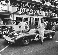 Le Mans 1966 - Hawkins and Donouhe posing with their Ford GT Mk. Road Race Car, Race Cars, Ken Miles, Pop 4, Ford Gt40, Le Mans, Cars And Motorcycles, Super Cars, Racing