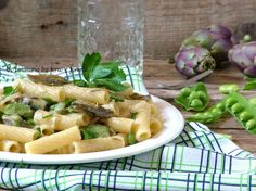 Pasta cremosa con carciofi fave e piselli