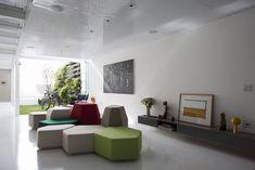 Móvel cinza de outra vista    Casa 4X30 / CR2 Arquitetos, FGMF Arquitetos