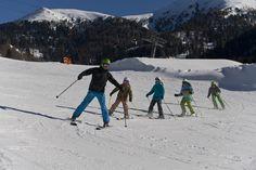 Skikurs mit Kindern - Sport- & Familienhotel Frühauf in Kärnten, Österreich Mount Everest, Mountains, Nature, Travel, Winter Vacations, Skiing, Naturaleza, Viajes, Traveling