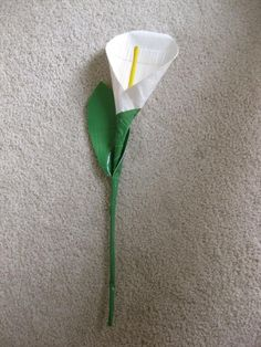 Now we have recently shaped up some very nice and graceful DIY duct tape lilies to be a perfect gift for friends. Duct Tape Pens, Duct Tape Flowers, Diy Flowers, Washi Tape, Duct Tape Projects, Duck Tape Crafts, Fun Crafts For Kids, Crafts To Do, Teen Crafts
