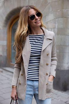 skepparkavaj, randigt och ljusa jeans