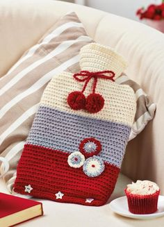 Find out how to make a Scandi Hot Water Bottle Cover with this free crochet pattern from Top Crochet Patterns Crochet Home, Crochet Crafts, Diy Crochet, Crochet Projects, Water Bottle Caps, Water Bottle Covers, Water Bottles, Plastic Bottle Flowers, Crochet Accessories
