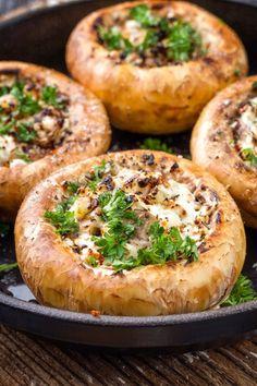 Rezept Gef llte Champignons - Spitzh ttl Home Company - M belhaus bei W rzburg Garlic Mushrooms, Stuffed Mushrooms, Starch Foods, Keto Recipes, Dinner Recipes, Crispy Sweet Potato, Dessert Blog, Dinners To Make, Twice Baked Potatoes