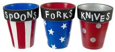 Clay pot utensil holders for a Memorial Day or Fourth of July party! 4. Juli Party, 4th Of July Party, Fourth Of July, Shopping New York, Patriotic Party, Patriotic Crafts, Americana Crafts, Patriotic Desserts, Patriotic Wreath