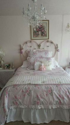 love the heart shaped headboard