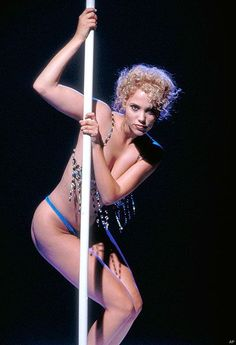 Showgirls - Nomi Malone - such a bad movie and I can't help but love the All About Eve-esque film. Movie Blog, I Movie, Movie Stars, Satire, Elizabeth Berkley Showgirls, Science Fiction, Paul Verhoeven, Vegas Showgirl, Movie Market