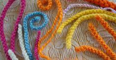 Πώς φτιάχνουμε στρογγυλά κορδόνια μόνο με τα δάκτυλά μας !!!!   How to make round finger cords !!!!!!           πηγή/  source   Η μητέρα ...