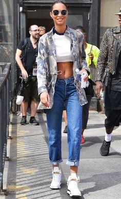 Gigi Hadid Está Dejando Los Skinny Jeans Por Esta Silueta Cool | Cut & Paste – Blog de Moda