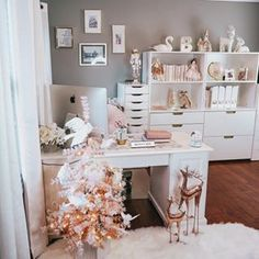 Changing up your work space seasonally can be a wonderful way to keep your space looking fresh and exciting to work in 😍 . Home Office Space, Home Office Design, Christmas Bedroom, Christmas Tree, Nutcracker Christmas, Pink Christmas, Desk Inspiration, Rustic Apartment, Bedroom Desk