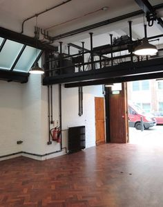 In the heart of Camden, this is a versatile venue that can be utilised for a plethora of occasions - from rehearsal space for a theatre production to art screenings and meetings. As a blank canvas which benefits from natural light, it has the potential to be used for photography as well.