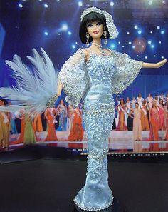 Barbie Miss Nevada Ninimomo 2006 Barbie Gowns, Pageant Gowns, Barbie Clothes, Barbie Outfits, Barbie Stuff, Barbie Miss, Barbie And Ken, Zuhair Murad, Miss Nevada