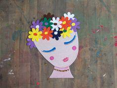 #Recyklujeme. #Karton z #pizzy, #zbytky plsti, #flitry, #lepidlo, #nůžky, #kresba. * #plst #ladylu #tvoreni #deti #drawing #creative #kids #children #flowers #recycle #cute #girl