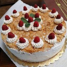 Mákos bejgli szelet Izu, Tiramisu, Cheesecake, Ethnic Recipes, Food, Cheesecakes, Essen, Meals, Tiramisu Cake