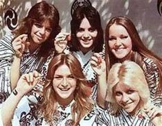 Jackie Fox, Sandy West, Joan Jett, Lita Ford & Cherie Currie in Japan, 1977 9473482 Joan Jett, Pop Punk, Punk Goth, Sandy West, Rock Revolution, Cherie Currie, Lita Ford, First Girl, Latest Music