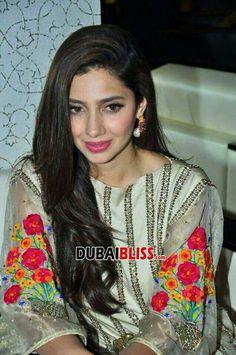 Mahira Khan, Pakistani Actress, Stylish Girl, Actors & Actresses, Looks Great, Beautiful People, Saree, Celebrities, Womens Fashion