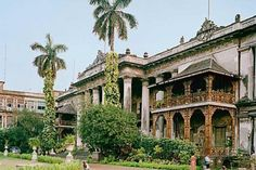 Home and the world A group of photographers captures Chitpur road in north Calcutta, its 18th, 19th century mansions transformed by teeming streets #Photography
