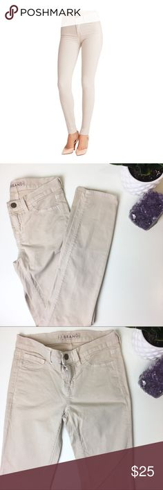"J Brand the skinny muslin jeans Good condition please see pictures! Soft cream color skinny jeans! Waist:13"" raise:7"" inseam:28"" approx. please feel free to ask me any questions! Offers welcome! J Brand Jeans Skinny"