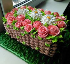 Learn how to create this beautiful spring flower basket cake with cake decorating. cakes may be baked and decorated for almost any social occasion. Gorgeous Cakes, Pretty Cakes, Cute Cakes, Amazing Cakes, Cake Decorating Techniques, Cake Decorating Tips, Cookie Decorating, Buttercream Cake Decorating, Cake Icing