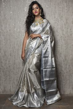 A must-have silk sari for wardrobe. All about luxurious Kanchipuram silk saree and its importance. Why it is famous among brides in south India? Sari Blouse, Pattu Saree Blouse Designs, Half Saree Designs, Sari Design, Indian Dresses, Indian Outfits, Beau Sari, Indische Sarees, Silk Saree Kanchipuram
