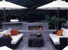 BLUESTONE PATIO HAS CONTEMPORARY FLAIR - Home and Garden Design Idea's