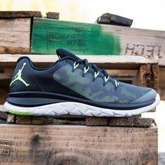 wholesale dealer 061c1 4d065 Jordan Flight Runner 2 optimizes cushioning and natural motion, creating an  innovative running shoe experience. Its Flight Flex midsole pattern allows  the ...