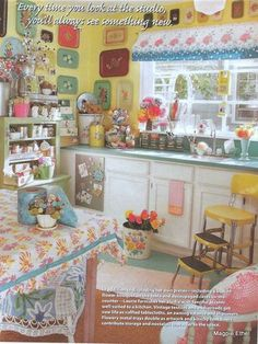 Tole tray madness (and lots of kooky color!) Looking 4 trays. If u c them let me knw plz Syl & Lyn. so cute and kitsch retro kitchen heaven Cute Kitchen, Shabby Chic Kitchen, Vintage Kitchen Decor, Vintage Decor, Vintage Kitchen Curtains, Kitchen Redo, Cottage Kitchens, Home Kitchens, Retro Kitchens
