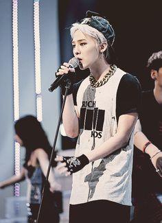 The Seoul concert of G-Dragon's World Tour is made into a movie G Dragon Top, G Dragon Crooked, Shadow Face, Bigbang G Dragon, U Kiss, Ji Yong, Daesung, Kpop, Korean Music