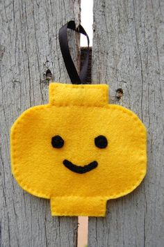 lego minifig head christmas tree ornament...no tutorial but would be easy to make