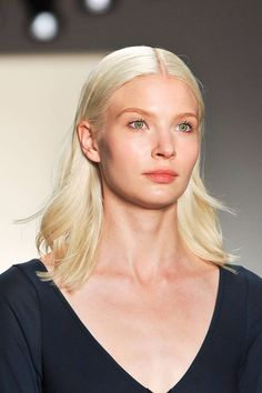 The Top Hair and Makeup Trends from New York Fashion Week - Spring 2015 Beauty Trends - Elle Makeup Trends 2014, Beauty Trends, Skin Makeup, Beauty Makeup, Top Beauty, Makeup Looks, Skin Care, Spring 2015, Spring Summer