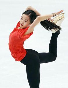 公式練習で調整する本田真凜=北京(共同)
