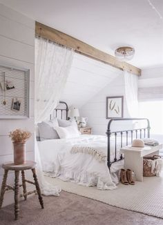 Are you looking for inspiration for farmhouse living room? Check out the post right here for unique farmhouse living room images. This specific farmhouse living room ideas looks completely amazing. Master Bedroom Design, Home Decor Bedroom, Bedroom Furniture, Bedroom Designs, Furniture Decor, Master Suite, Bed Designs, Country Furniture, Furniture Stores
