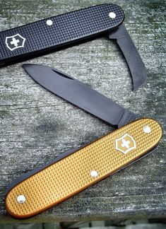 Victorinox swiss army knife with sheeps foot blade