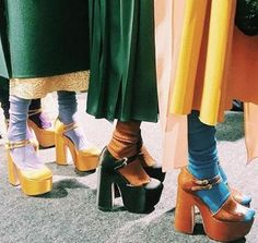 Socks and sandals = cool. 70s Inspired Fashion, 60s And 70s Fashion, Retro Fashion, Vintage Fashion, Disco Fashion, Seventies Fashion, 70s Outfits, Cute Outfits, Vintage Outfits