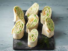 Kääräise tortillaletun sisään maukas lohitäyte ja leikkaa suupaloiksi. Sopii illanistujaisruoaksi ja naposteltavaksi.