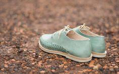 Jeune marque franco-mexicaine, Tapatia propose des chaussures, de la maroquinerie et des accessoires, imaginés en France et fabriqués à la main au Mexique.