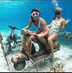 Exploring the Gili islands on our underwater scooter! Tag a friend you'd try this with! Underwater Model, Underwater Pictures, Underwater Photography, Beach Photography, Vespa Girl, Scooter Girl, Moped Scooter, Vespa Scooters, Snorkeling