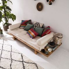 24 Unique Sofa For Your Room Inspirations - Page 22 of 24 - SooPush Boho decor inspiration, minimal decor inspo, outside decor Indian Home Decor, Decor, Room Inspiration, Home Room Design, Minimalist Living Room Design, Furniture, Living Room Designs, Home Decor, Home Decor Furniture