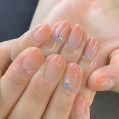 The advantage of the gel is that it allows you to enjoy your French manicure for a long time. There are four different ways to make a French manicure on gel nails. Korean Nail Art, Korean Nails, Trendy Nails, Cute Nails, Nail Art Designs, Nails Design, Natural Nail Designs, Natural Design, Nagel Gel