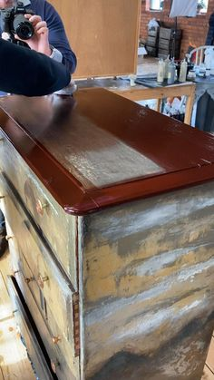 Restoring Old Furniture, Repainting Furniture, Diy Furniture Couch, Furniture Repair, Funky Furniture, Refurbished Furniture, Paint Furniture, Diy Wooden Projects, Wooden Diy
