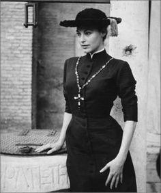 Ava Gardner con un abito di Fontana, 1955.Foto di Pierluigi Praturlon