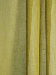 Patricia Urquiola has developed Daybreak, a unicoloured curtain textile with a natural expression. Daybreak has an open structure and tactile irregularities that play across its surface. This gives the curtain a look that is reminiscent of linen.