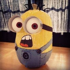 Make a Minion Jack-o-Lantern or Painted Pumpkin! Make one of these FUN Minions with your family! Minion Halloween, Holidays Halloween, Halloween Pumpkins, Halloween Crafts, Halloween Decorations, Minion Pumpkin, Cute Pumpkin, Minion Banana, Pumpkin Ideas