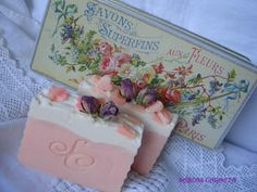 Love the soap AND the packaging. Soap Shop, So Creative, Cold Process Soap, Home Made Soap, Handmade Design, Handmade Soaps, Soap Making, Bath And Body, Decorative Boxes