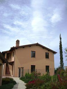 Complesso residenziale BORGO CARDETO, San Martino in Colle, Perugia, ITALIA. Edifici di qualità nel verde delle colline Umbre con Piscina e giardini privati. http://www.gbmcoop.it/