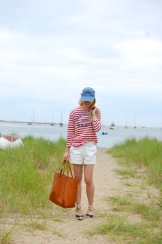 Preppy nautical summer style - red stripes and white shorts Red And White Outfits, White Summer Outfits, Outfits With Hats, Mode Outfits, Preppy Style, My Style, Classy Girl, Women Lifestyle, Weekend Outfit