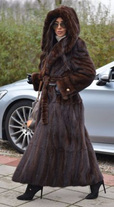 Picture 6 of 10 Mink Jacket, Fox Fur Jacket, Fox Fur Coat, Fur Coats, Sable Fur Coat, Mink Fur, Fur Clothing, Fabulous Furs, Vintage Coat