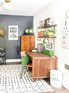 A Small Home Office Makeover Packed With Contrast And Vintage Style! #office  #vintagedecor