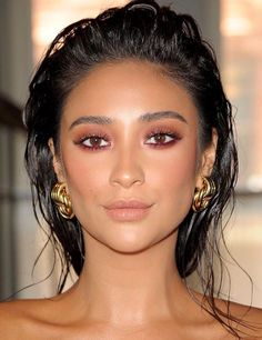 Wet hair: the beauty trend that leaves your look modern .- Cabelo molhado: a trend de beleza que deixa seu visual moderninho Wet hair: the beauty trend that leaves your look modern – Shay Mitchell, left reddish, - Glam Makeup, Beauty Makeup, Hair Beauty, Dewy Makeup, Makeup Style, Eyeshadow Makeup, Bright Makeup, Makeup Salon, Soft Makeup