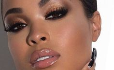 68 Trendy Makeup Ideas For Black Women Make Up Skin Shades, Lipstick Shades, Brown Skin Makeup, Eye Makeup, Lipsticks For Brown Skin, Makeup Emoji, Hair Makeup, Brown Eyeliner, Bronze Makeup